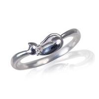 ネコ 指輪 ダイヤモンド